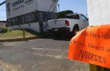 URUAPAN, MICHOACÁN. 26MARZO2019. Tres comuneros indígenas de Nahuatzen fueron detenidos por elementos de la Secretaría de Seguridad Pública (SSP) sin que se presentara orden de aprehensión alguna, denunciaron integrantes del Consejo Ciudadano Indígena. A través de un documento, los comuneros dieron a conocer que oficiales de la Policía Michoacán se los llevaron en una camioneta blanca y una café que no estaban identificadas como patrullas oficiales de la SSP.  Los comuneros estaban en una jornada de manifestaciones diarias con la esperanza de que salgan libres José Antonio Arreola Jiménez, José Luis Jiménez Mesa y Gerardo Talavera Pineda, quienes fueron acusados de robo de vehículo y sabotaje en el 2018.  FOTO: JUAN JOSÉ ESTRADA SERAFÍN /CUARTOSCURO.COM