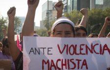 CIUDAD DE MÉXICO, 02FEBRERO2019.- Cientos de mujeres  y familiares de victimas de feminicidio y desapariciones forzadas,  se reunieron en el monumento a la Madre para marchar hacía el Zócalo, protestando por el aumento de feminicidios en el país el primer mes del año y la múltiple denuncia a través de redes sociales sobre ataques e intentos de secuestro cercano a estaciones de transporte colectivo Metro. FOTO: ANDREA MURCIA /CUARTOSCURO.COM