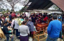 IMAGEN DEL DÍA | Velan a abuelo y nieta asesinados por SSP en Veracruz