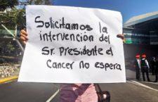 IMAGEN DEL DÍA | Padres de niños con cáncer bloquean AICM por falta de medicamentos