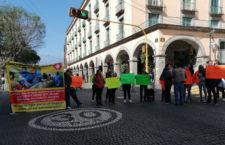 IMAGEN DEL DÍA | Enfermos de cáncer vuelven a bloquear el centro de Xalapa por desabasto de medicamentos