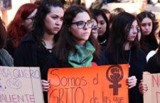 IMAGEN DEL DÍA   Puño en alto: universitarias se manifiestan contra feminicidios
