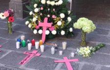 IMAGEN DEL DÍA | Estudiantes de la BUAP rinden homenaje a Ingrid