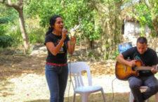 IMAGEN DEL DÍA   Niños y niñas de Homún asisten a un cenote para cantarle al agua