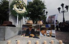 """FRASE DEL DÍA   """"Justicia a medias no es justicia, es impunidad"""": periodistas a tres años del asesinato de Javier Valdez"""