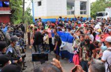 IMAGEN DEL DÍA | Caravana migrante: más de mil ingresan en Guatemala pese a barrera policial