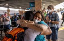 IMAGEN DEL DÍA | Migrantes dejan campamento en Matamoros e ingresan a EEUU