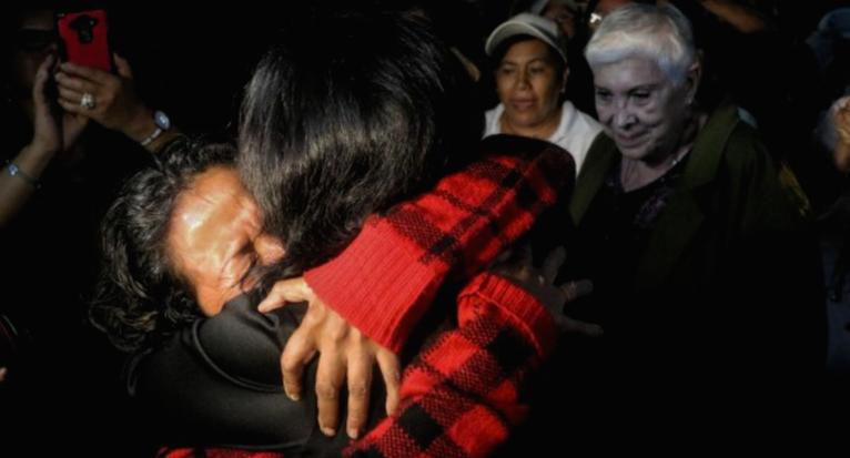 Más puentes de esperanza: hermanas se reencuentran en la Caravana de Madres 2016