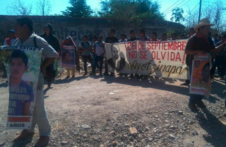 Conmemoran en Iguala 26 meses del asesinato de tres estudiantes de la Normal Rural y de los 43 desaparecidos