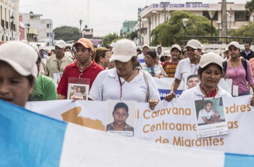 Madres migrantes piden exhumar cuerpos en fosa común de Juchitán