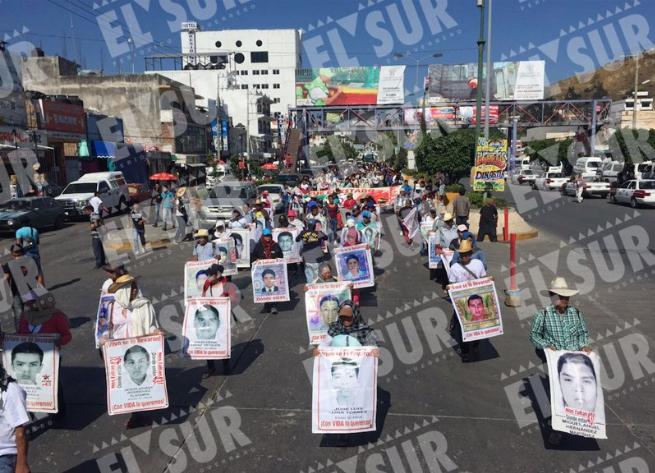 Marchan para exigir justicia para los normalistas Alexis y Gabriel