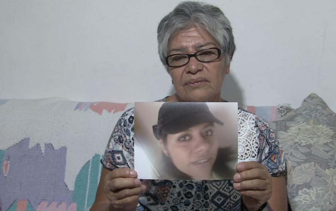 """""""Si supiera dónde está mi hija, les puedo asegurar que hasta con mis propias manos hubiera yo ya ido a rascar para encontrarla"""" : Celia Salinas, madre de desaparecida"""