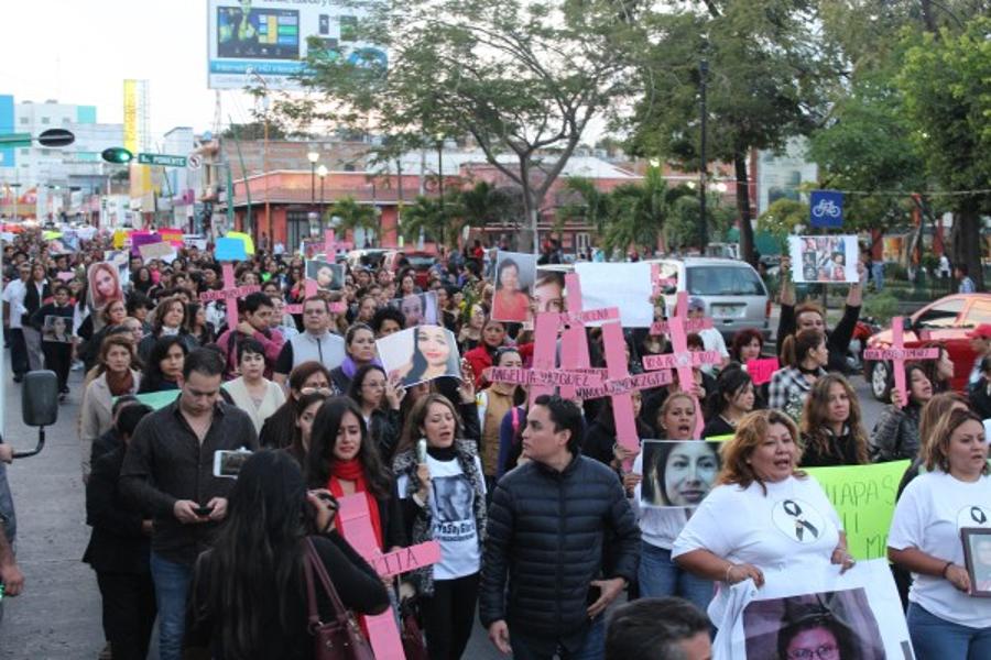 Cientos de chiapanecas marchan contra feminicidio