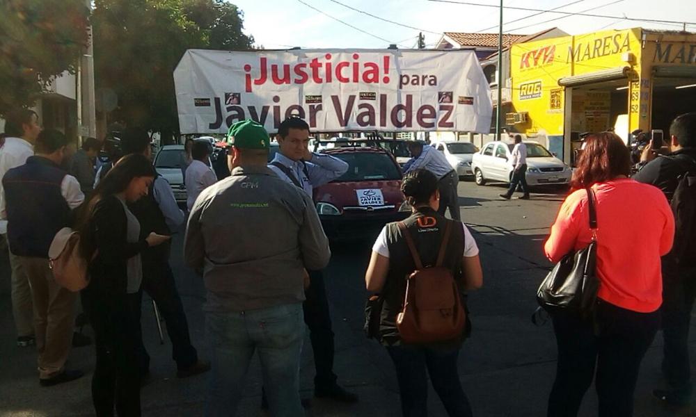 Con caravana en Culiacán, exigen justicia para el periodista Javier Valdez