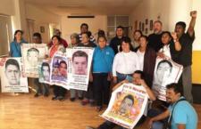 Padres y madres de los 43 reciben solidaridad del activista Ai Weiwei