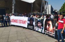 """IMAGEN DEL DÍA   """"¿Dónde están nuestros estudiantes?"""", cuestionan universitarios a Aristóteles en Jalisco"""