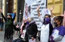 """FRASE DEL DÍA   """"No desistiremos hasta que la justicia corra como el agua"""": madres de víctimas de feminicidio"""