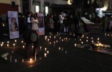 IMAGEN DEL DÍA | Con velas y flores, así exigieron justicia para Samara en Xalapa