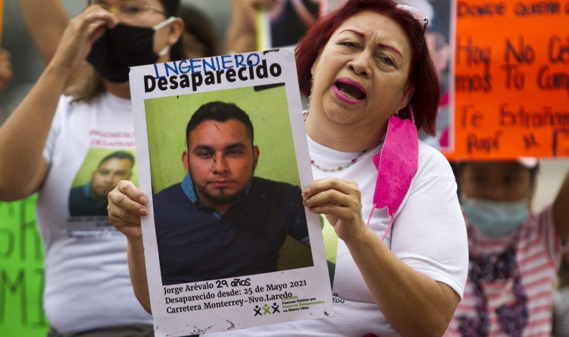 """FRASE DEL DÍA   """"Dicen que están coordinados, pero no existe algún avance"""": hermano de desaparecido en carretera Monterrey-Nuevo Laredo"""