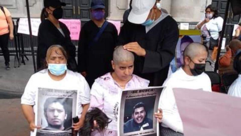 IMAGEN DEL DÍA   Se rapan para exigir aplicación de la Ley de Amnistía