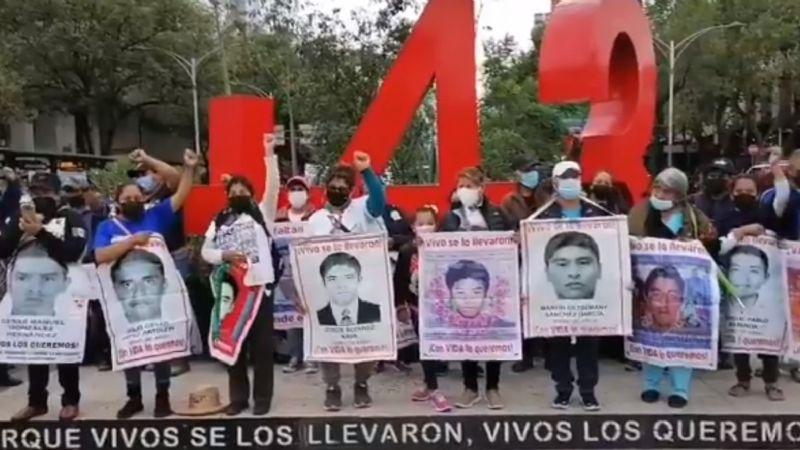 IMAGEN DEL DÍA   Padres de los 43 exigen investigar a EPN