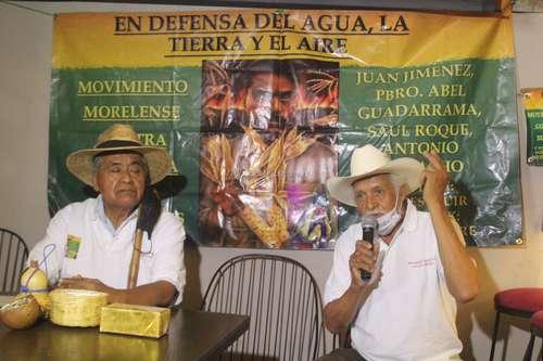 ? En conferencia de prensa realizada en un restaurante de Cuernavaca, Morelos, integrantes del Movimiento contra la Minería Tóxica por Metales exigieron ayer a los tres niveles de gobierno detener los trabajos de exploración de la mina canadiense Álamos Gold en Xochicalco para evitar daños al medio ambiente.