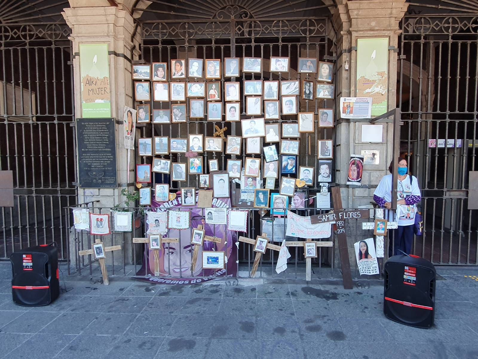 IMAGEN DEL DÍA   Familiares dejan rostros de sus desaparecidos al iniciar la VI Brigada
